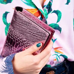 Bracelet Ghost, Titlee